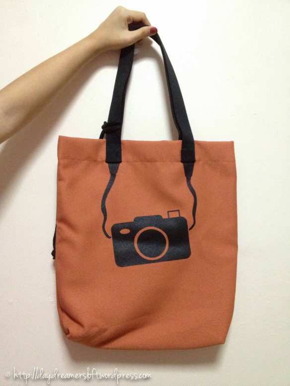 Blush Camera Waterproof Tote Bag(Comes with a small matching sachet) Height 16.5″, Width 14.5″ (ID: C3-C) $19.90