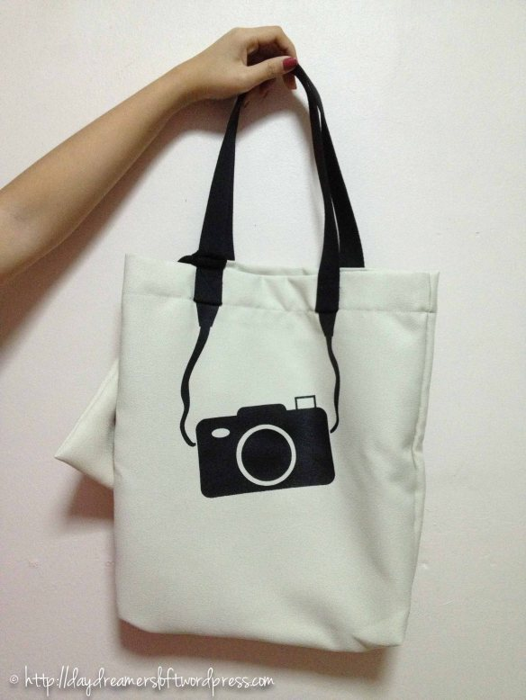 Pearl Camera Waterproof Tote Bag(Comes with a small matching sachet) Height 16.5″, Width 14.5″ (ID: C3-D) $19.90